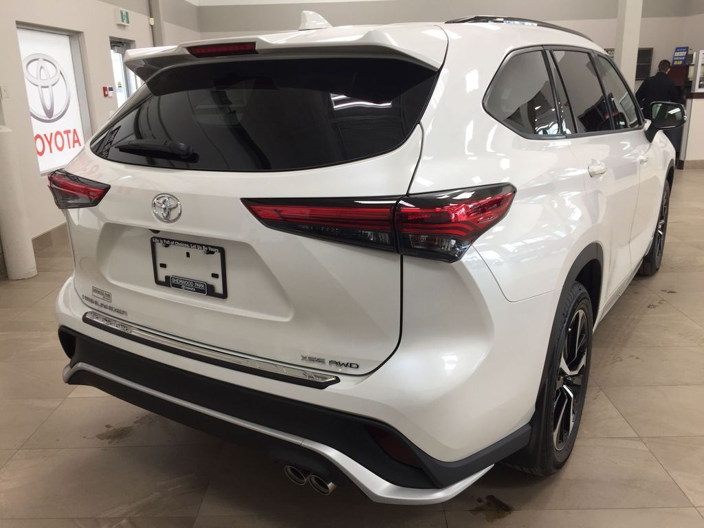White[Blizzard Pearl] 2021 Toyota Highlander XSE Right Rear Corner Photo in Sherwood Park AB