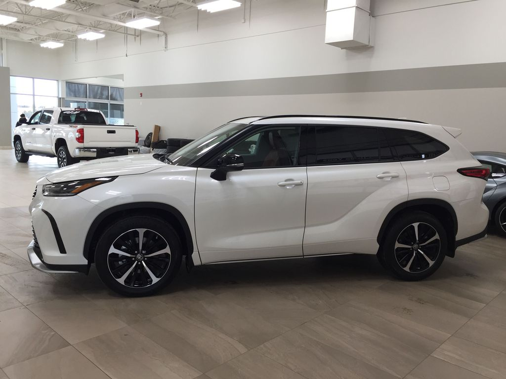 White[Blizzard Pearl] 2021 Toyota Highlander XSE Left Side Photo in Sherwood Park AB