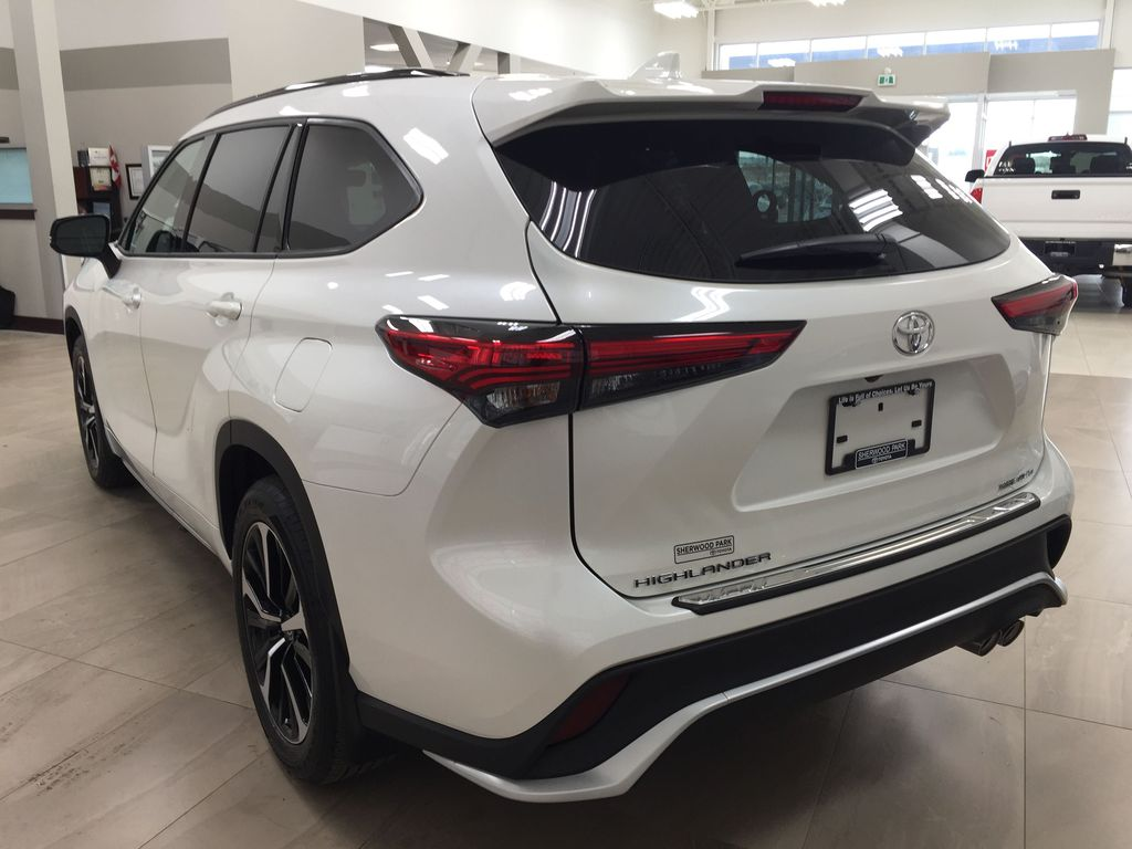 White[Blizzard Pearl] 2021 Toyota Highlander XSE Left Rear Corner Photo in Sherwood Park AB