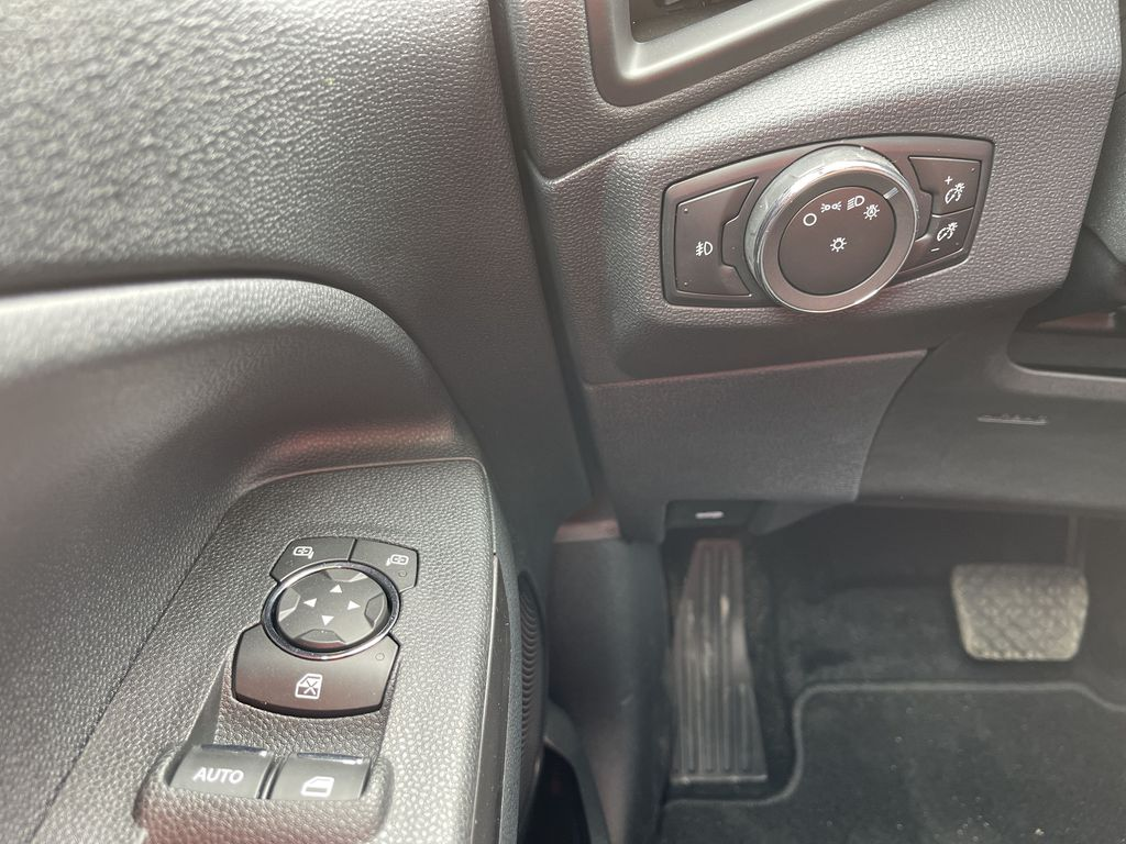 Silver[Moondust Silver Metallic] 2020 Ford EcoSport SE 4WD *Heated Cloth Seats* Backup Cam* Heated Mirrors* Additional Photo in Brandon MB