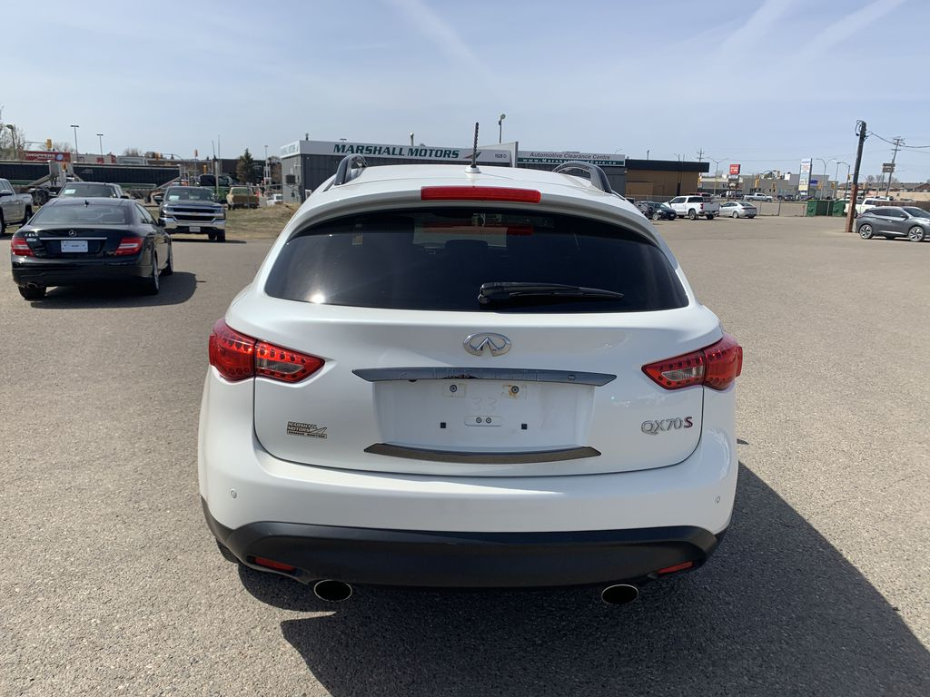 White[Majestic White Pearl] 2017 INFINITI QX70 AWD 4dr *360 Cam* *Sunroof* *Heated Seats* Rear of Vehicle Photo in Brandon MB