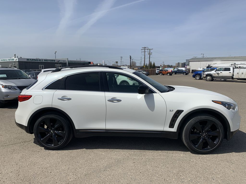 White[Majestic White Pearl] 2017 INFINITI QX70 AWD 4dr *360 Cam* *Sunroof* *Heated Seats* Right Side Photo in Brandon MB