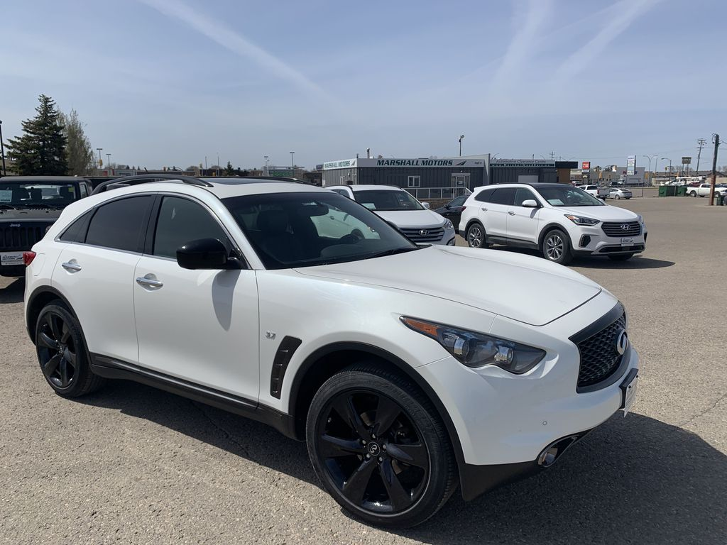 White[Majestic White Pearl] 2017 INFINITI QX70 AWD 4dr *360 Cam* *Sunroof* *Heated Seats* Right Front Corner Photo in Brandon MB