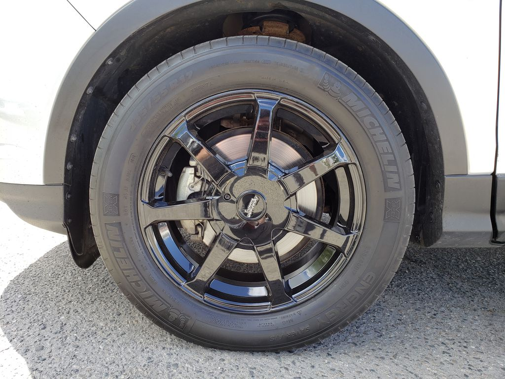 Silver[Ingot Silver] 2017 Ford Escape Left Front Rim and Tire Photo in Kelowna BC