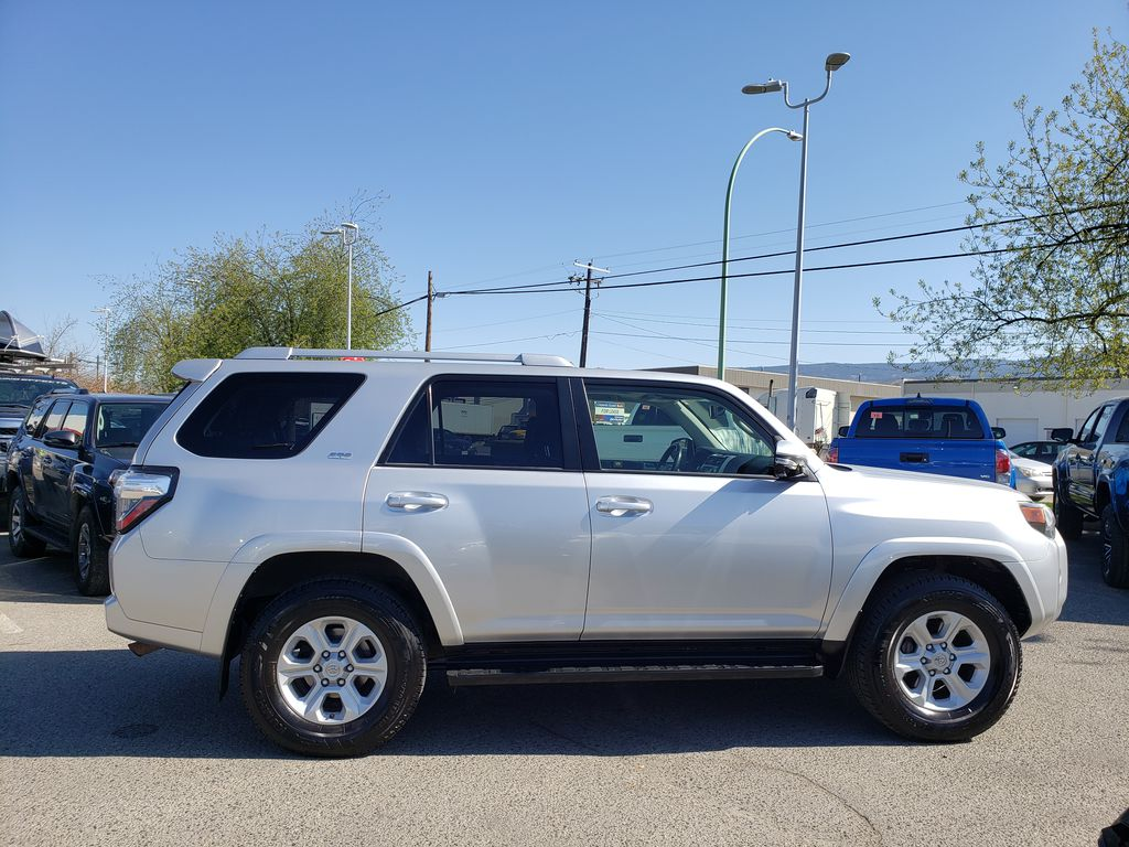 Silver[Classic Silver Metallic] 2016 Toyota 4Runner Right Side Photo in Kelowna BC