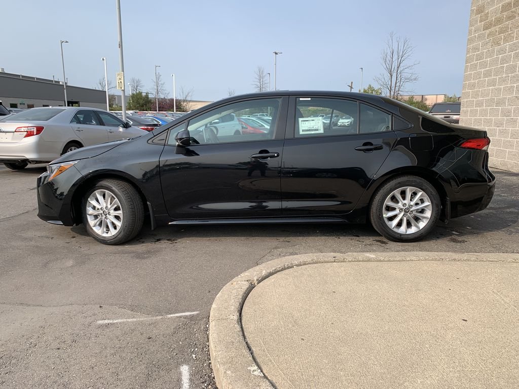 Black[Black Sand Pearl] 2021 Toyota Corolla LE Upgrade Package BPRBLC BM Left Front Rim and Tire Photo in Brampton ON