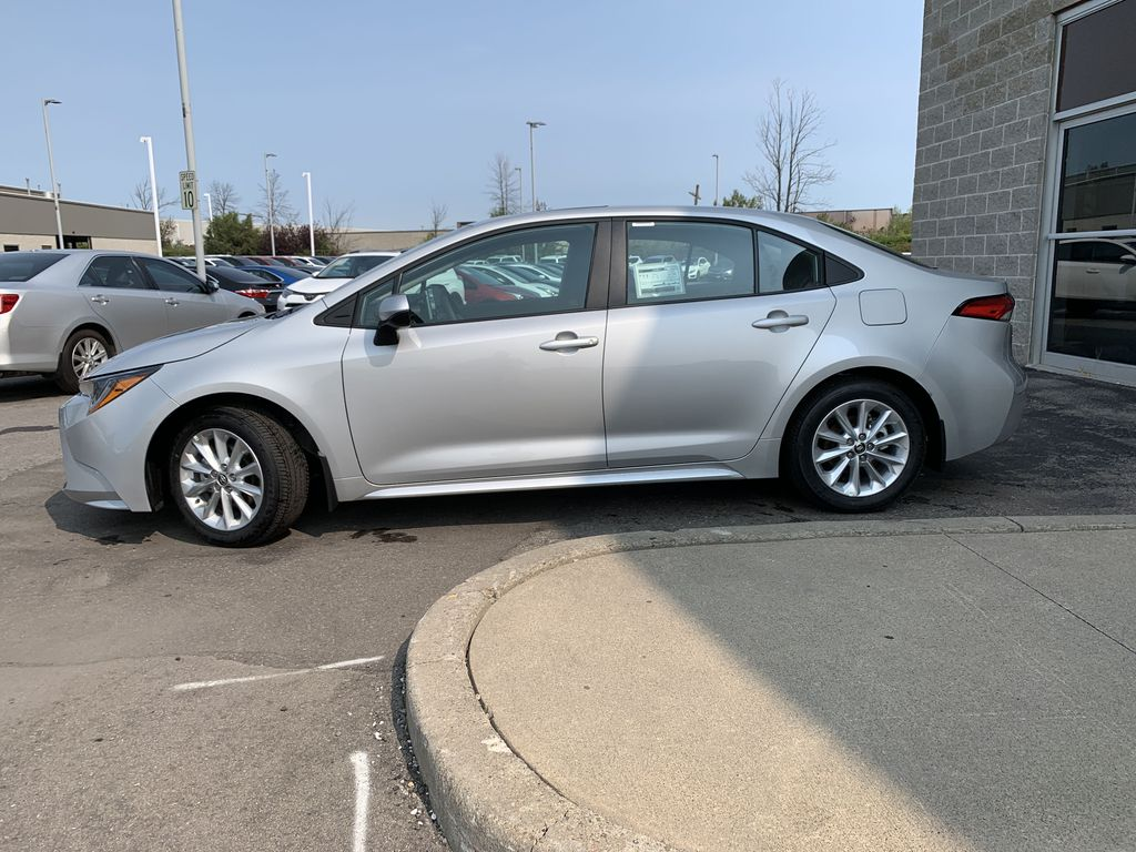 Silver [Classic Silver Metallic] 2021 Toyota Corolla LE Upgrade Package BPRBLC BM Left Front Rim and Tire Photo in Brampton ON