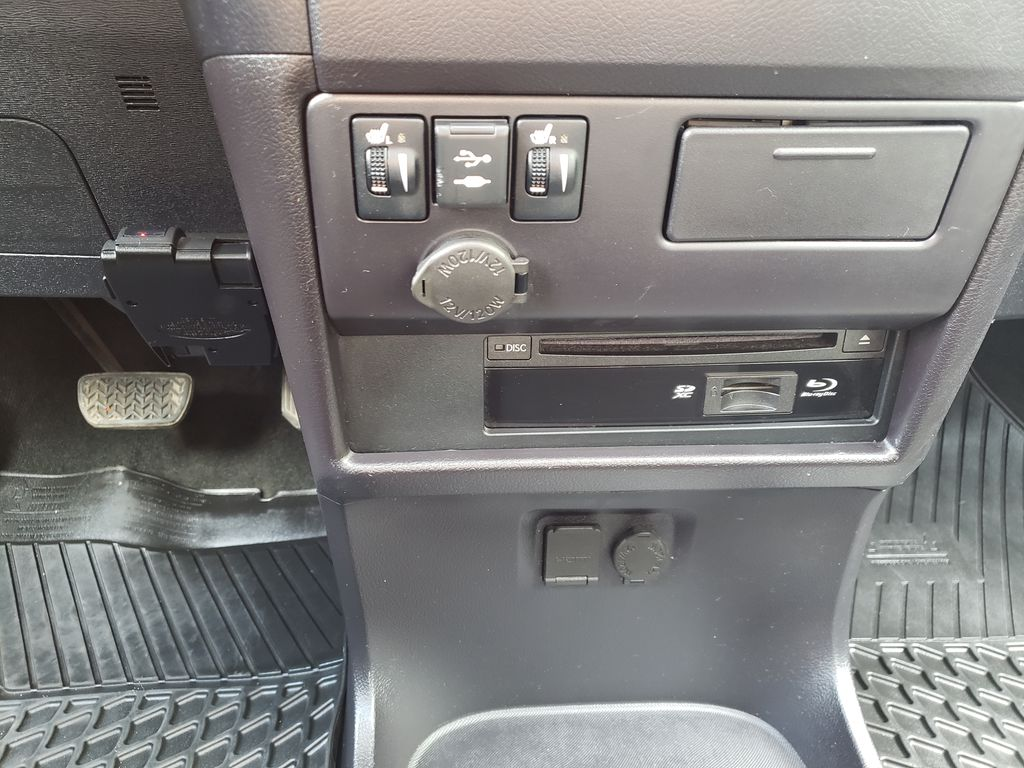 Black 2019 Toyota Sienna Center Console Photo in Kelowna BC