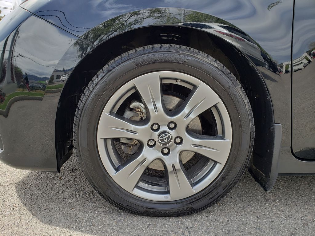 Black 2019 Toyota Sienna Left Front Rim and Tire Photo in Kelowna BC
