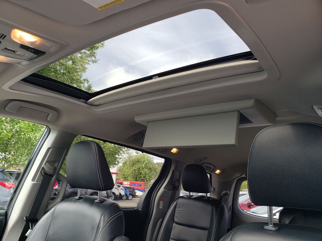 Black 2019 Toyota Sienna Sunroof Photo in Kelowna BC