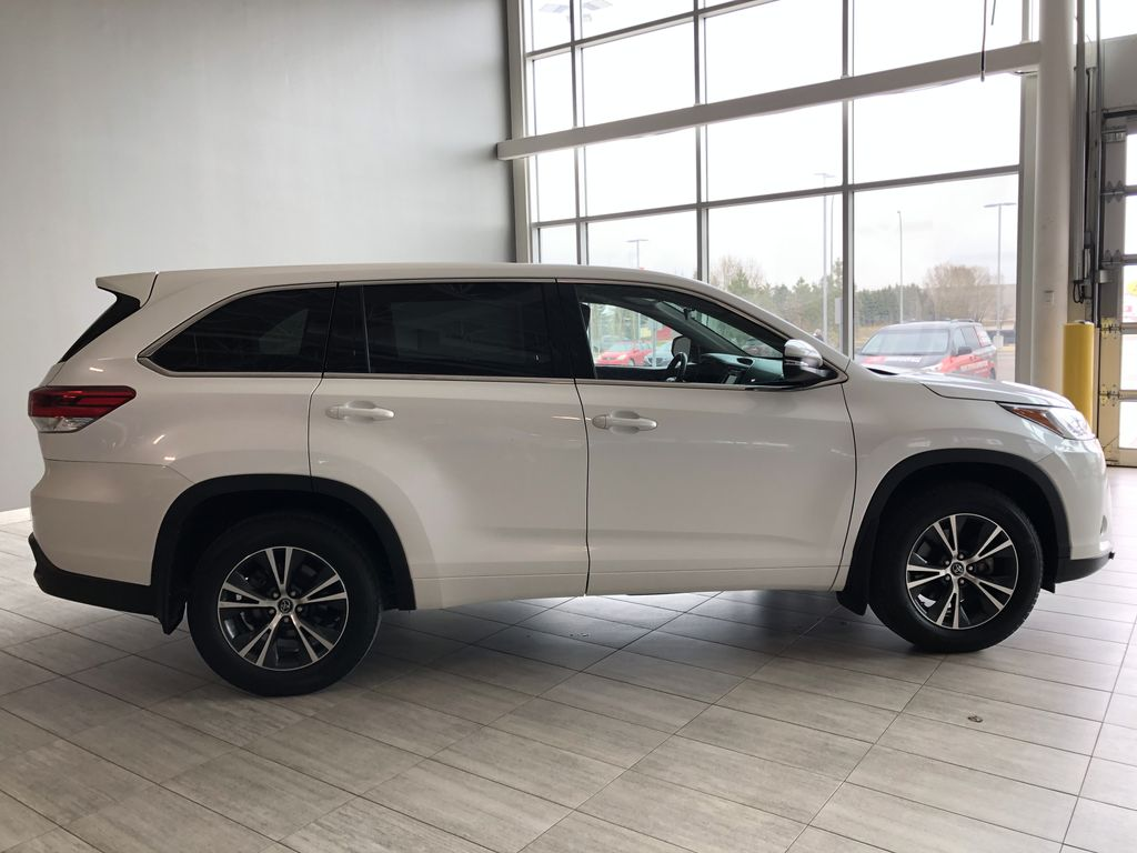 White 2018 Toyota Highlander LE | Toyota Certified Right Rear Corner Photo in Edmonton AB