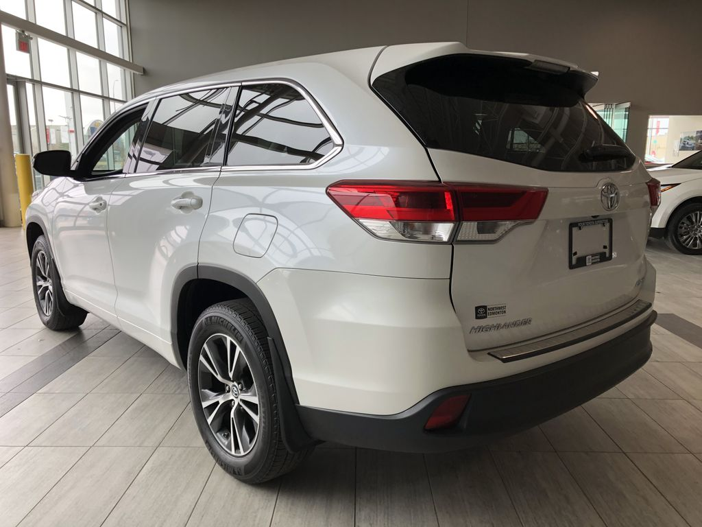 White 2018 Toyota Highlander LE | Toyota Certified Left Rear Corner Photo in Edmonton AB