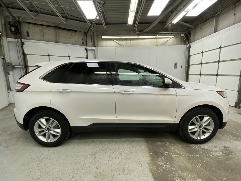 White[Oxford White] 2017 Ford Edge Right Side Photo in Dartmouth NS