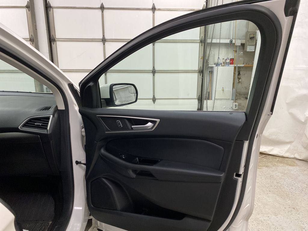 White[Oxford White] 2017 Ford Edge Right Front Interior Door Panel Photo in Dartmouth NS