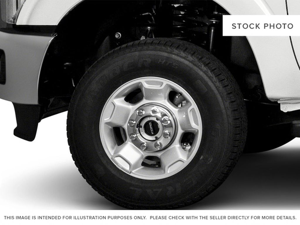 White[Oxford White] 2016 Ford Super Duty F-250 SRW Left Front Rim and Tire Photo in Fort Macleod AB
