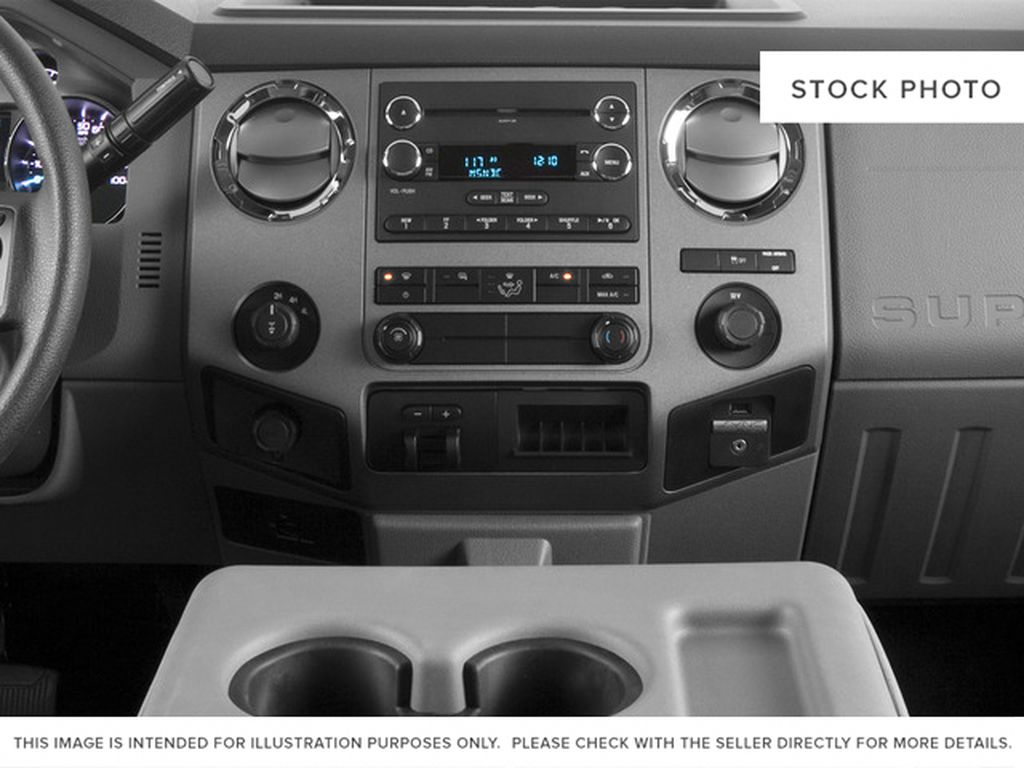 White[Oxford White] 2016 Ford Super Duty F-250 SRW Center Console Photo in Fort Macleod AB