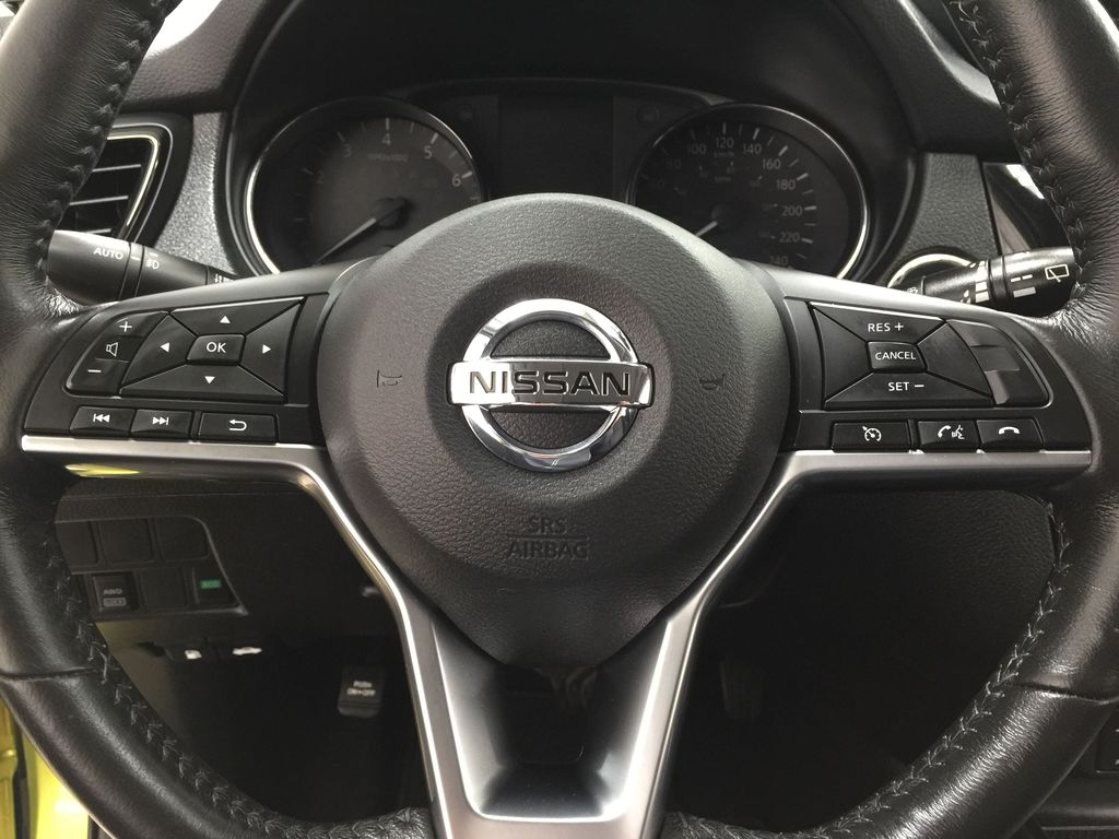 Green[Nitro Lime Metallic] 2018 Nissan Qashqai SV Steering Wheel and Dash Photo in Sherwood Park AB