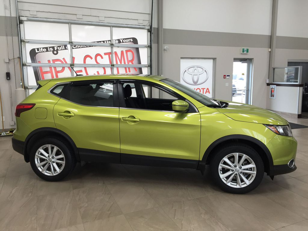 Green[Nitro Lime Metallic] 2018 Nissan Qashqai SV Right Side Photo in Sherwood Park AB