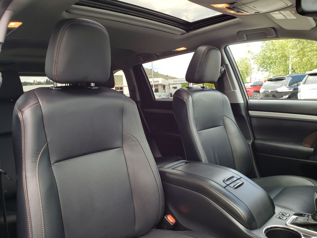 White 2015 Toyota Highlander Right Side Front Seat  Photo in Kelowna BC