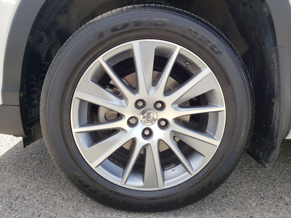 White 2015 Toyota Highlander Left Front Rim and Tire Photo in Kelowna BC