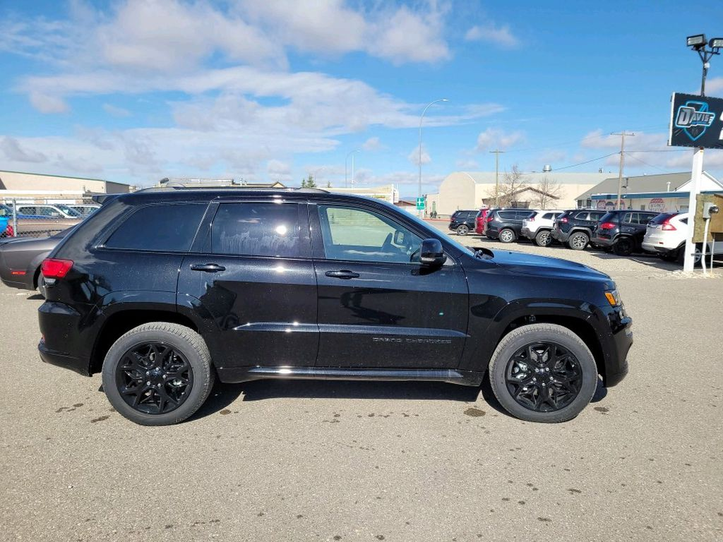 Black 2021 Jeep Grand Cherokee Left Front Interior Photo in Fort Macleod AB