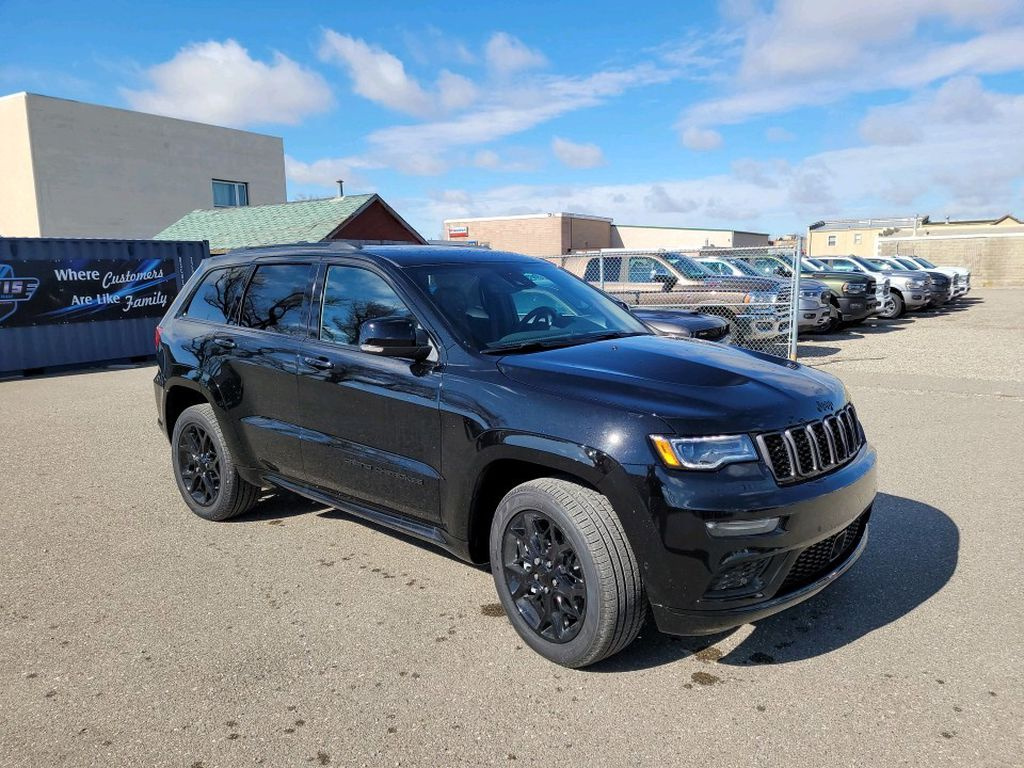 Black 2021 Jeep Grand Cherokee Left Front Rim and Tire Photo in Fort Macleod AB