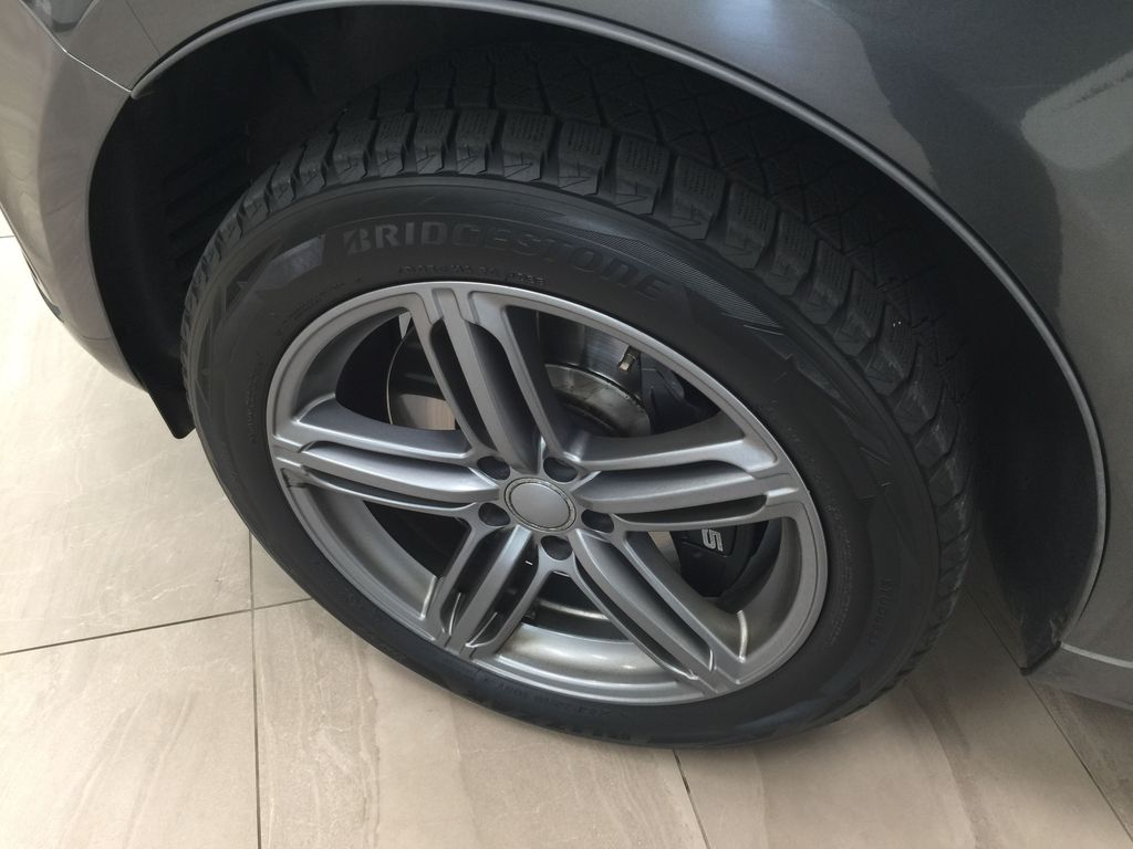 Silver[Cuvee Silver Metallic] 2015 Audi SQ5 / RARE / LOW KMS Left Front Rim and Tire Photo in Sherwood Park AB