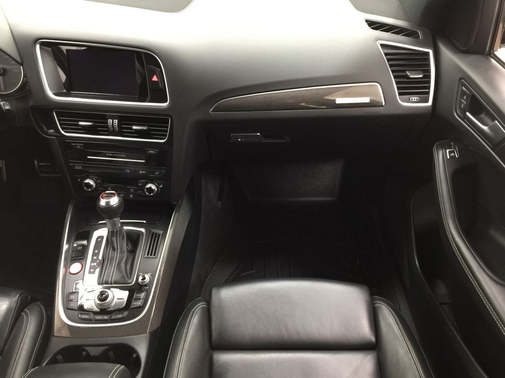 Silver[Cuvee Silver Metallic] 2015 Audi SQ5 / RARE / LOW KMS Right Front Seat Photo in Sherwood Park AB