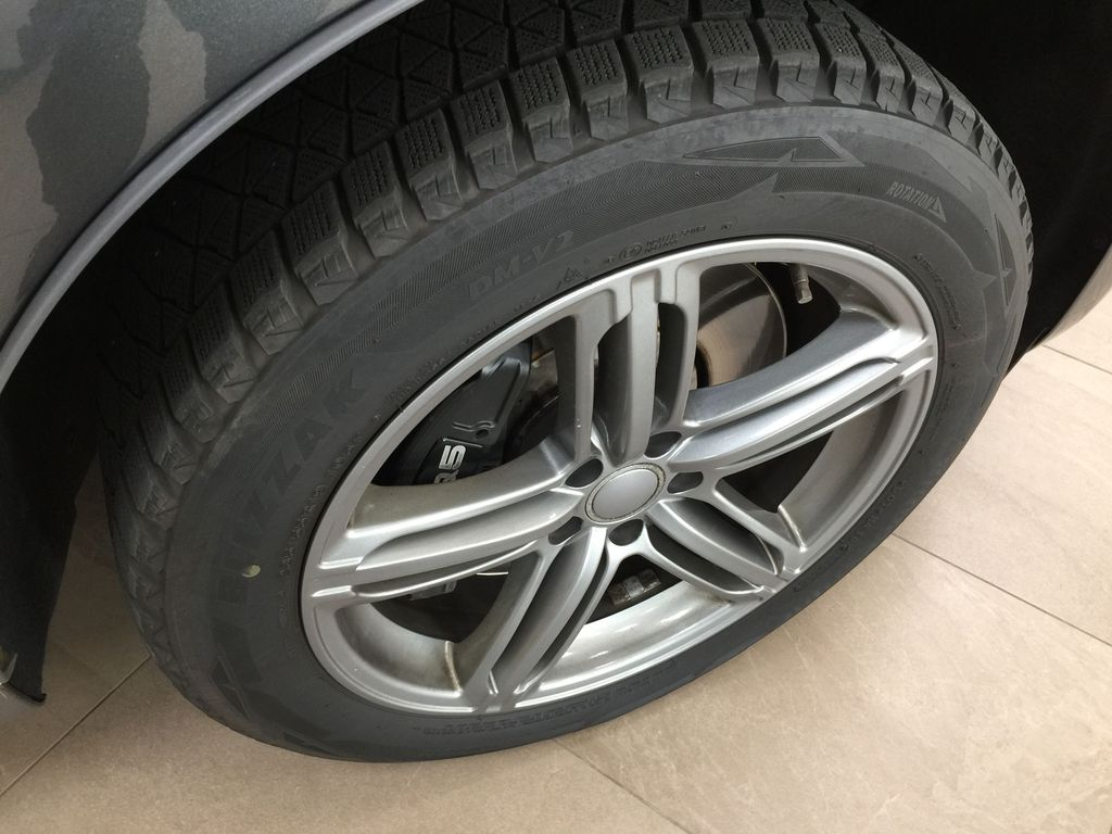 Silver[Cuvee Silver Metallic] 2015 Audi SQ5 / RARE / LOW KMS Right Front Rim and Tire Photo in Sherwood Park AB