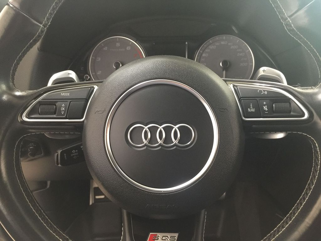 Silver[Cuvee Silver Metallic] 2015 Audi SQ5 / RARE / LOW KMS Steering Wheel and Dash Photo in Sherwood Park AB
