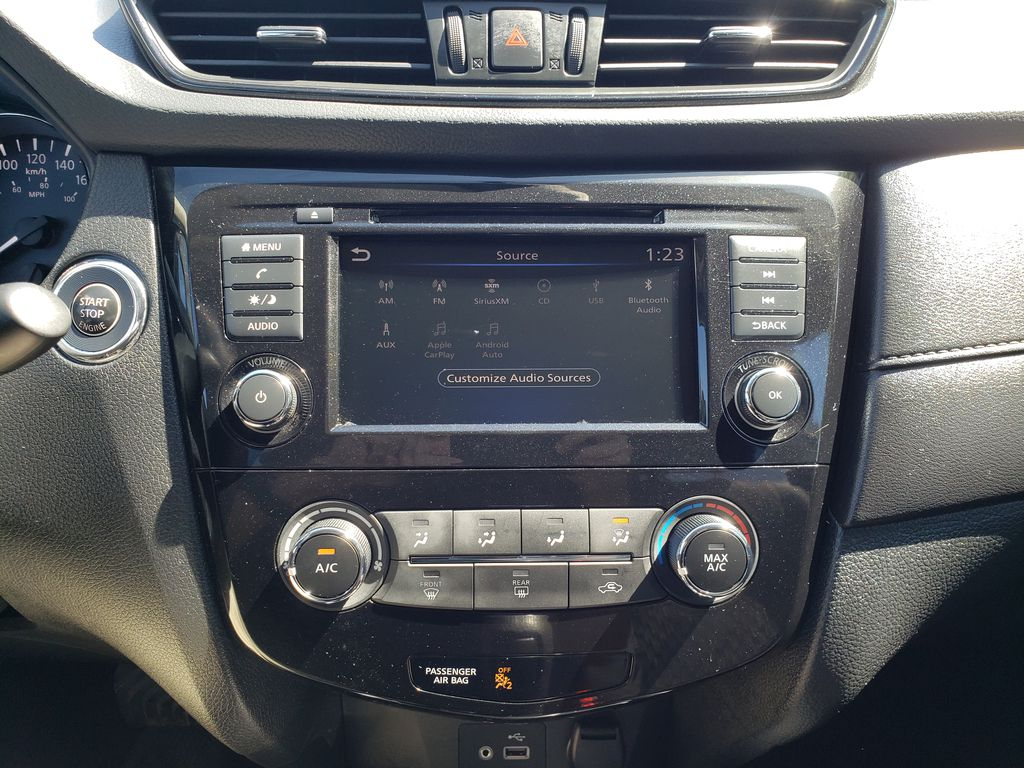 White[Glacier White] 2018 Nissan Rogue Central Dash Options Photo in Kelowna BC