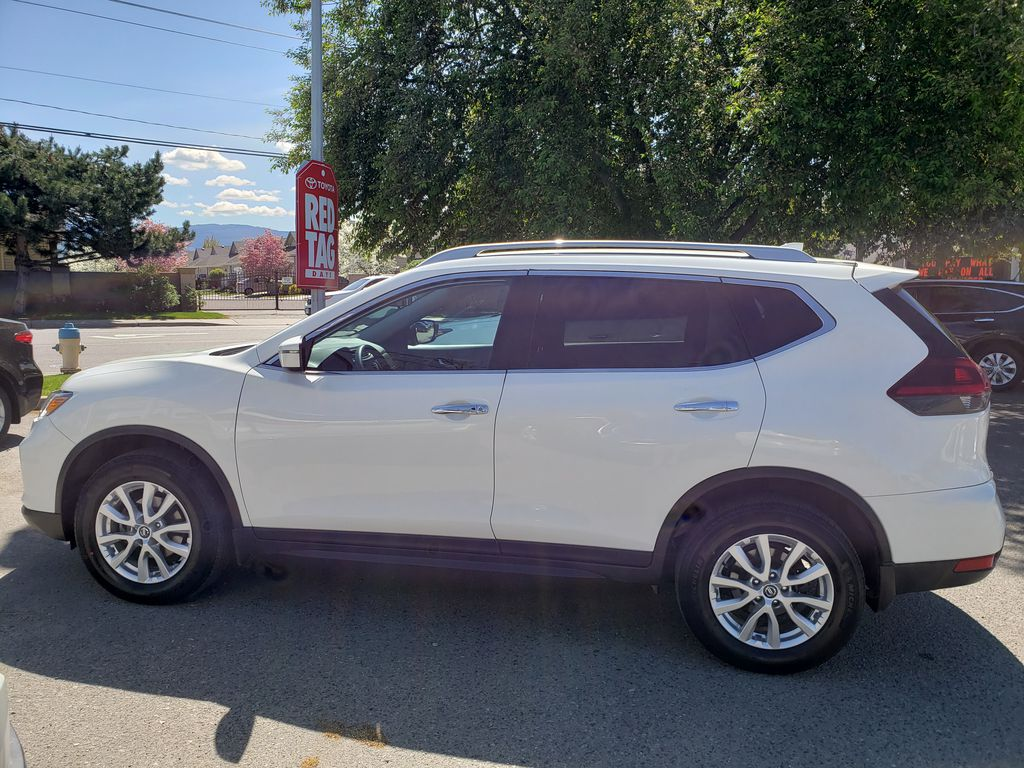 White[Glacier White] 2018 Nissan Rogue Left Side Photo in Kelowna BC
