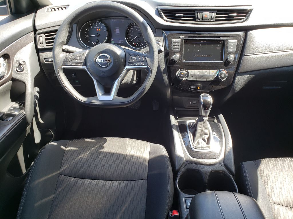 White[Glacier White] 2018 Nissan Rogue Steering Wheel and Dash Photo in Kelowna BC
