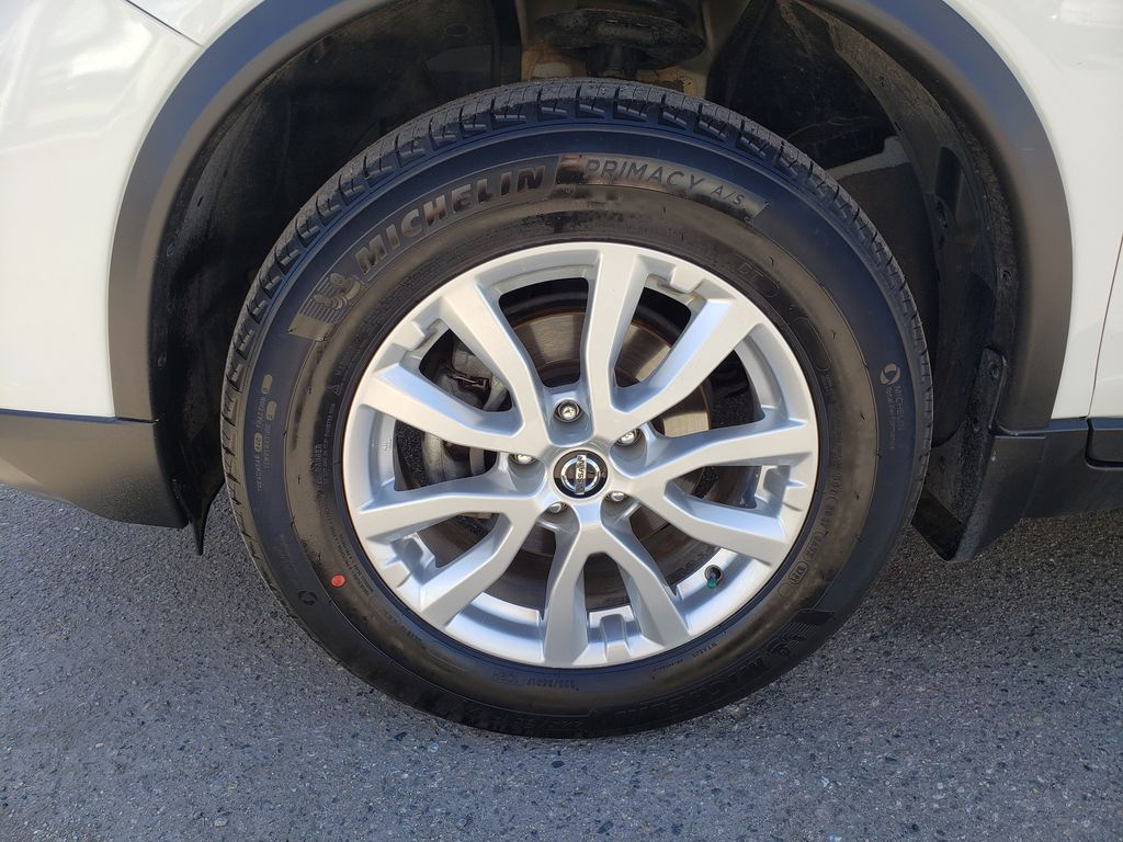 White[Glacier White] 2018 Nissan Rogue Left Front Rim and Tire Photo in Kelowna BC