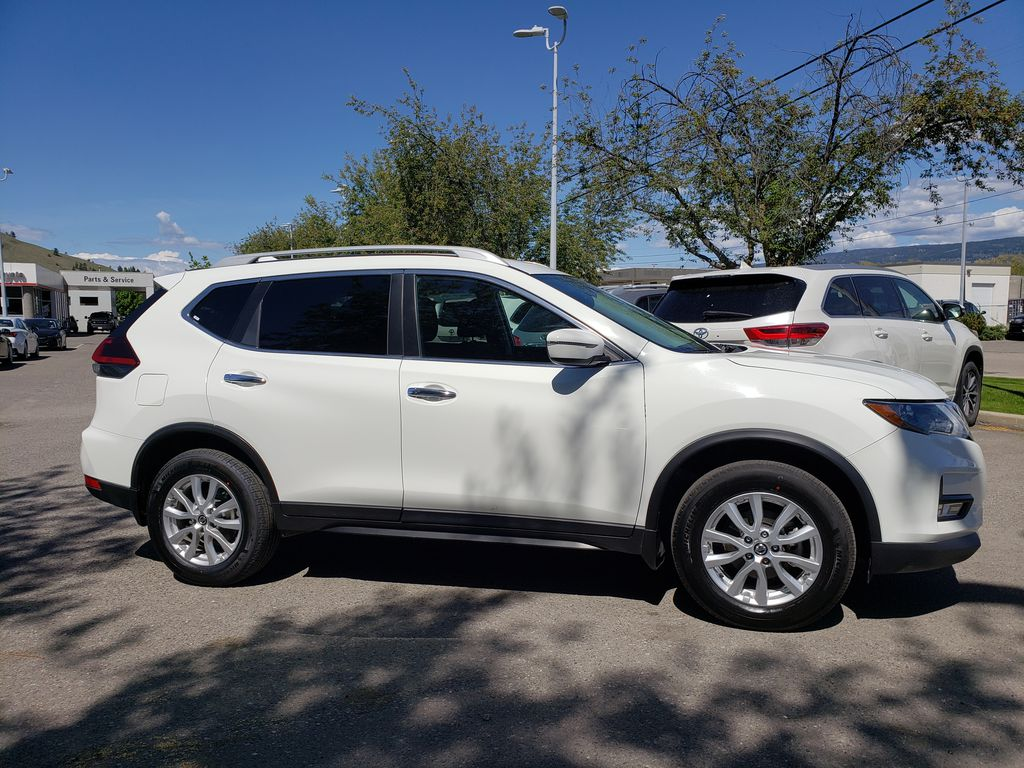 White[Glacier White] 2018 Nissan Rogue Right Side Photo in Kelowna BC