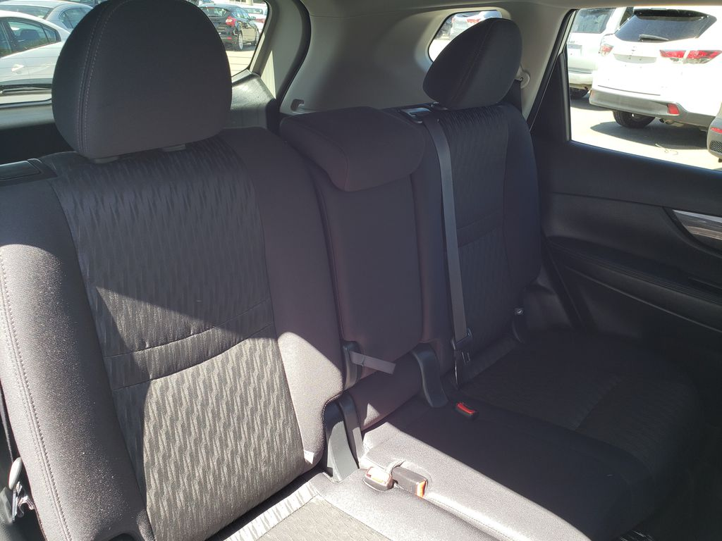 White[Glacier White] 2018 Nissan Rogue Right Rear Interior Door Panel Photo in Kelowna BC