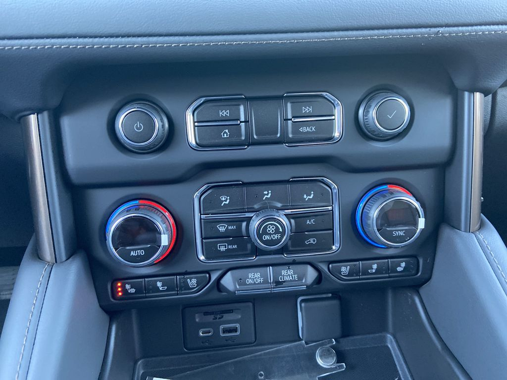 Black[Black] 2021 Chevrolet Suburban High Country Central Dash Options Photo in Calgary AB