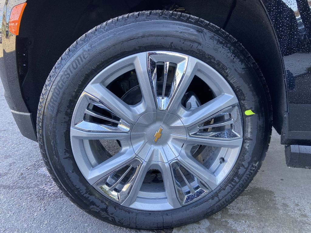 Black[Black] 2021 Chevrolet Suburban High Country Left Front Rim and Tire Photo in Calgary AB