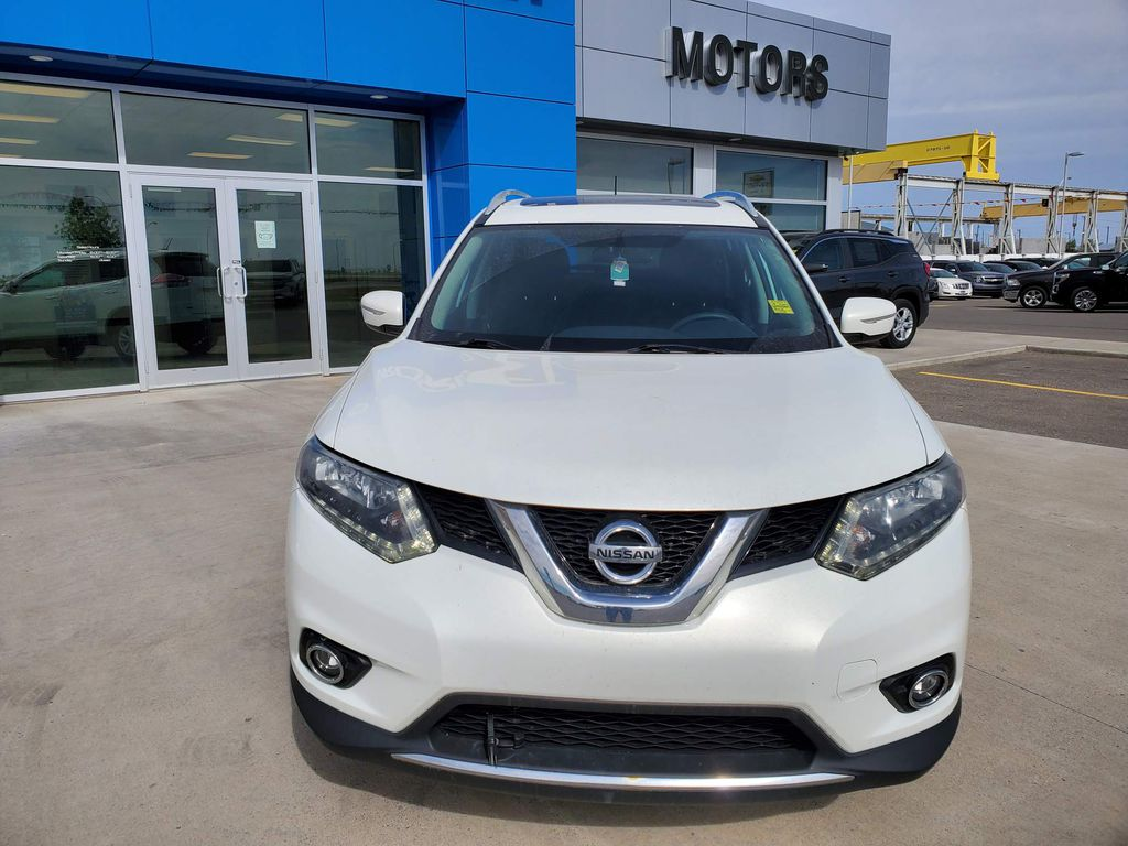 White[Moonlight White Pearl] 2014 Nissan Rogue Left Front Rim and Tire Photo in Fort Macleod AB