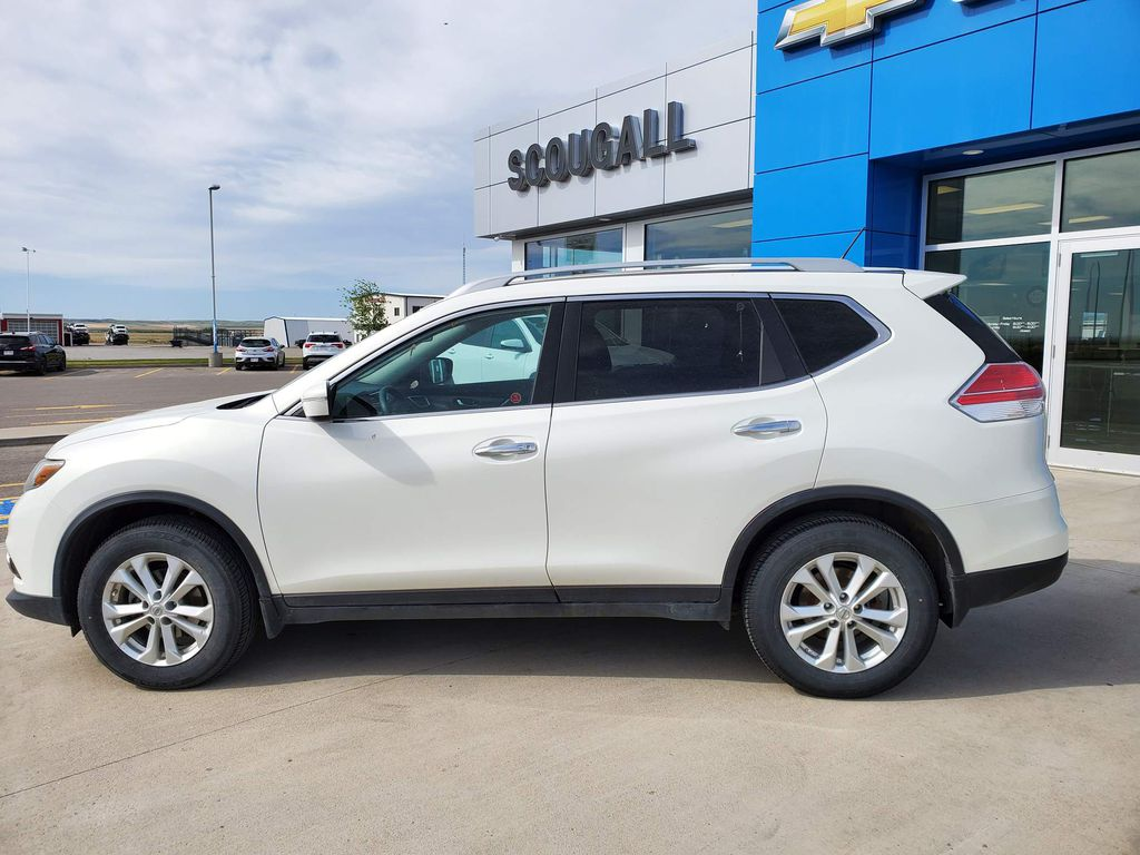 White[Moonlight White Pearl] 2014 Nissan Rogue Driver's Side Door Controls Photo in Fort Macleod AB