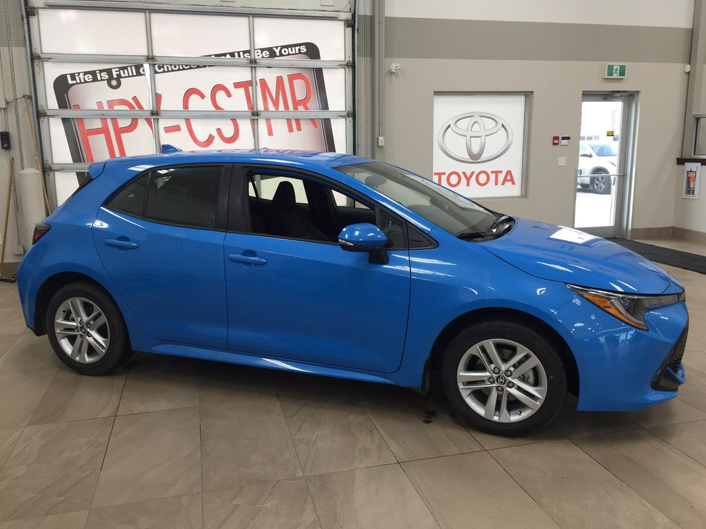 Blue[Blue Flame] 2021 Toyota Corolla SE Hatchback Right Side Photo in Sherwood Park AB