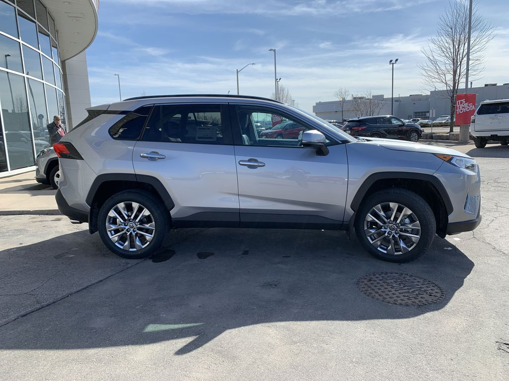 Silver[Silver Sky Metallic] 2021 Toyota RAV4 AWD Limited Standard Package D1RFVT AM Front Vehicle Photo in Brampton ON