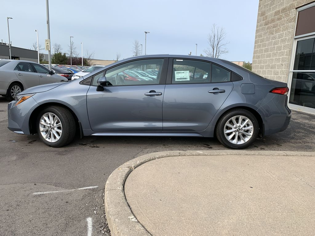 Silver[Celestite] 2021 Toyota Corolla LE Upgrade Package BPRBLC BM Left Front Rim and Tire Photo in Brampton ON
