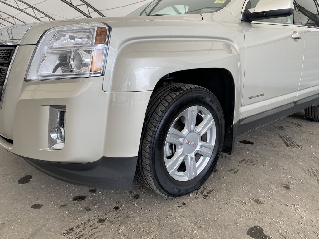 2014 GMC Terrain Steering Wheel and Dash Photo in Airdrie AB