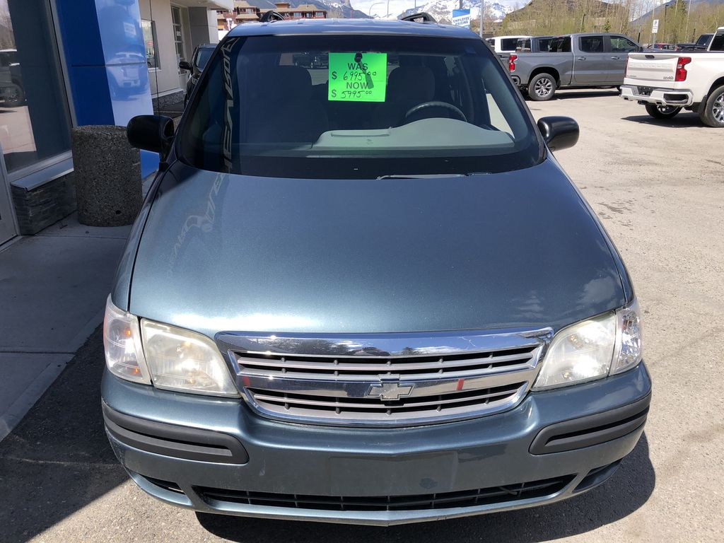 Blue[Blue Granite Metallic] 2005 Chevrolet Venture Front Vehicle Photo in Canmore AB