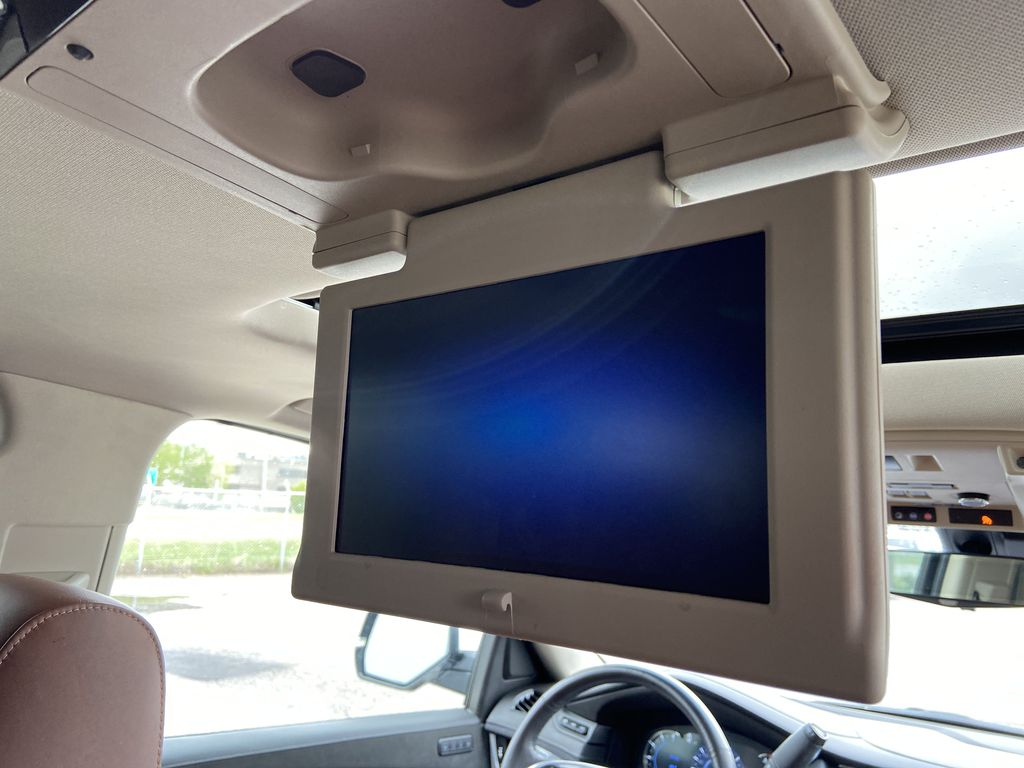 White[Crystal White Tricoat] 2019 Cadillac Escalade ESV Right Side Rear Seat  Photo in Calgary AB