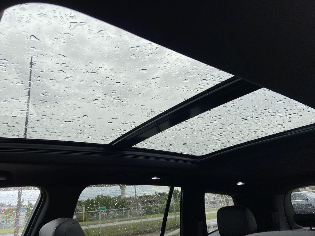 White[Crystal White Tricoat] 2021 Cadillac XT6 Sport Sunroof Photo in Calgary AB
