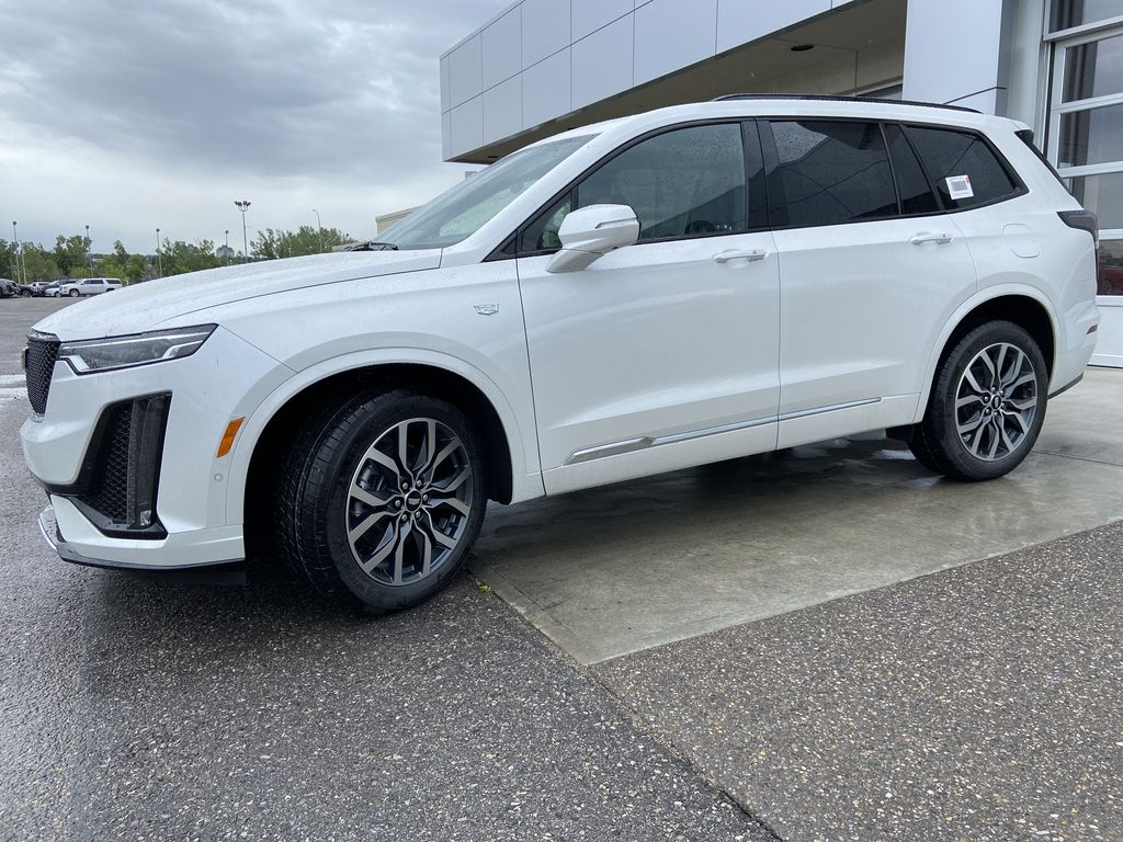 White[Crystal White Tricoat] 2021 Cadillac XT6 Sport Left Front Corner Photo in Calgary AB