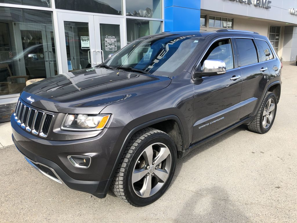 Gray[Granite Crystal Metallic] 2016 Jeep Grand Cherokee Limited Left Front Corner Photo in Canmore AB
