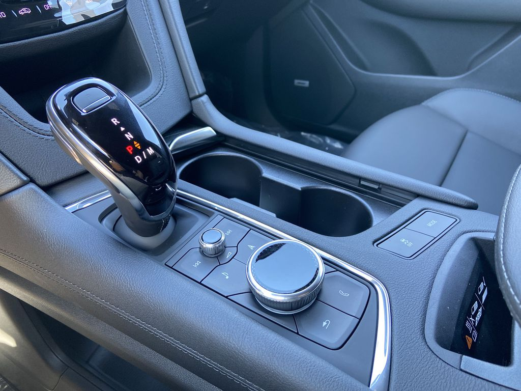 White[Crystal White Tricoat] 2021 Cadillac XT6 Premium Luxury Central Dash Options Photo in Calgary AB